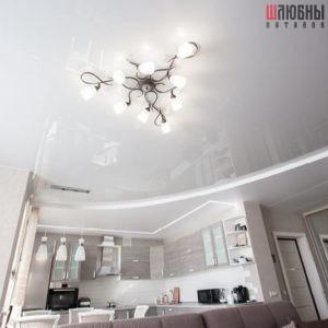 Двухуровневый комбинированный потолок в студию